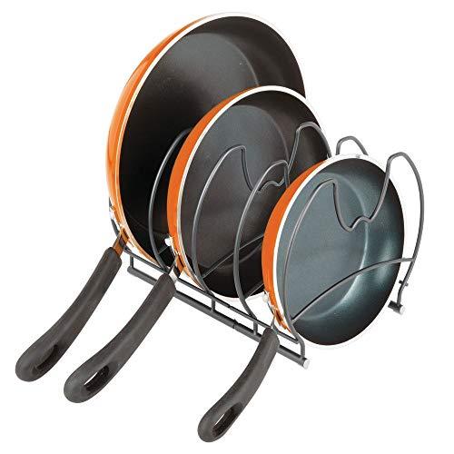 mDesign Pfannenhalter – stilvolle Küchenaufbewahrung für Pfannen – Gusseisen- und Bratpfannen Aufbewahrung – grau