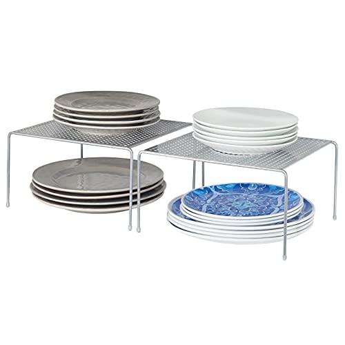 mDesign 2er-Set Geschirrablage für die Küche – freistehendes Tellerregal aus Metall – kleines Küchenregal für Tassen, Teller, Lebensmittel usw. – silberfarben