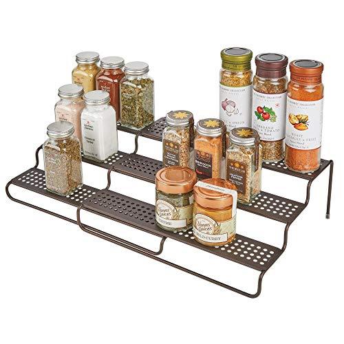 mDesign Gewürzregal für Küchenschrank – ausziehbares Küchenregal für Ordnung in der Küche – Gewürzständer mit drei Ebenen aus Metall – bronzefarben