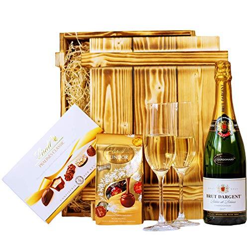 Geschenkset Nizza   Geschenkkorb gefüllt mit Sekt Brut Chardonnay, Lindt Pralinen & Holzkiste   Schokoladen Präsentkorb für Frauen & Männer zur Hochzeit, Geburtstag, Dankeschön