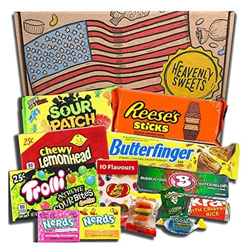Heavenly Sweets Amerikanische Süßigkeiten & Schokolade Geschenkbox - Klassische USA-Marken-Box voller Leckereien - Ideales Geschenk für Geburtstag, Weihnachten, Halloween - 13 Snacks, 25x15x2,5cm