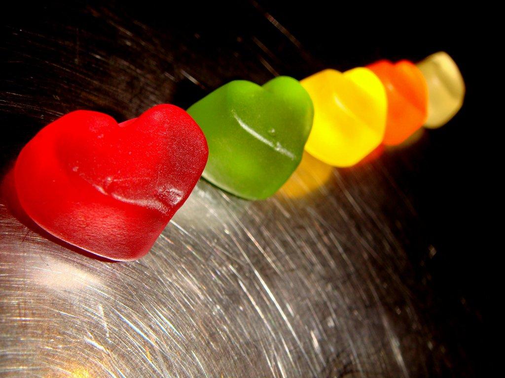 selbstgemachte Fruchtgummis in Herzform