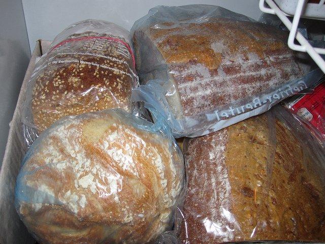 Brot durch Einfrieren haltbar machen