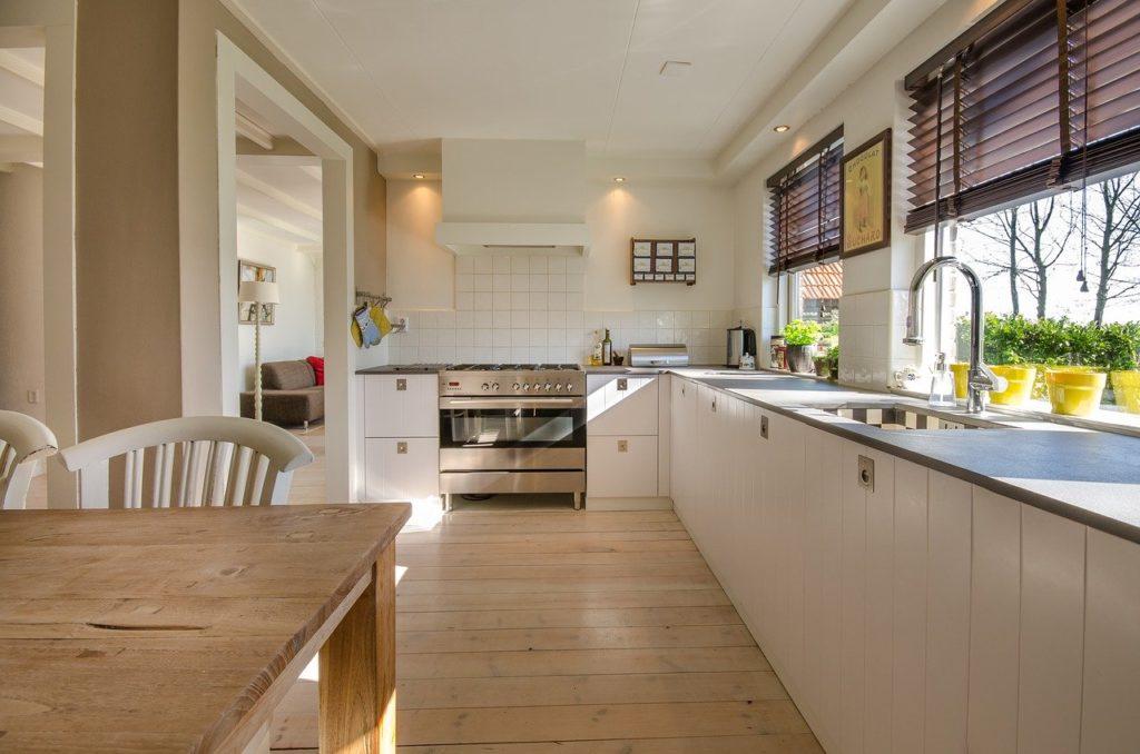 Holz als Bodenbelag für die Küche