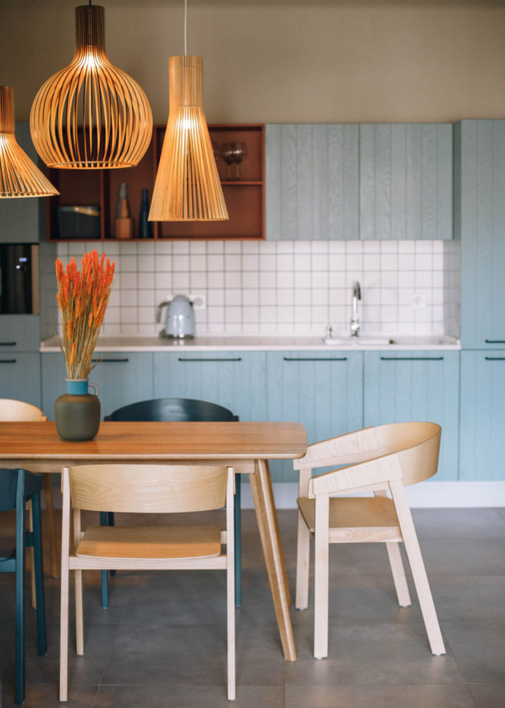 braune küche designed